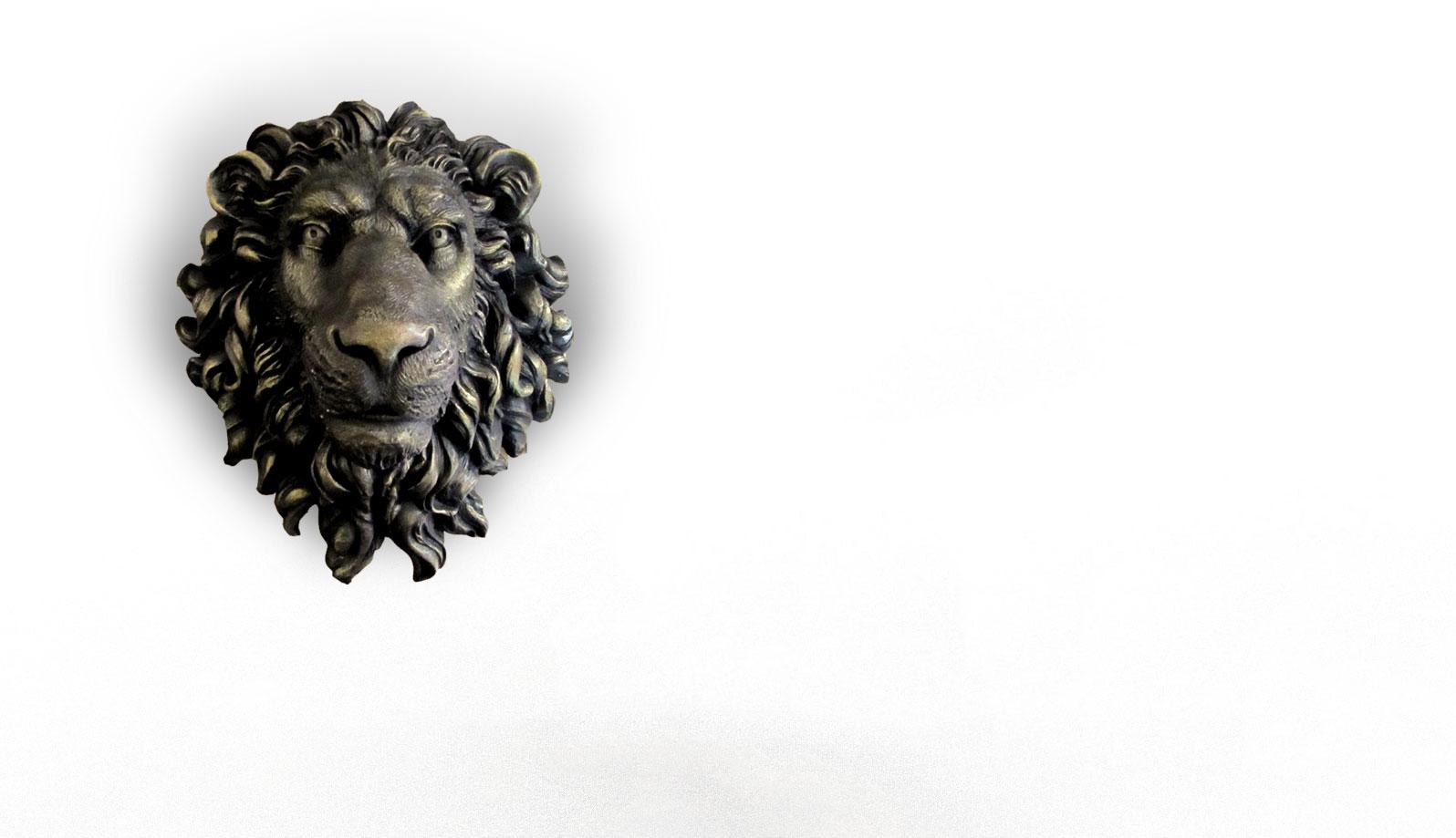 basorelief din bronz cap de leu detalii realiste