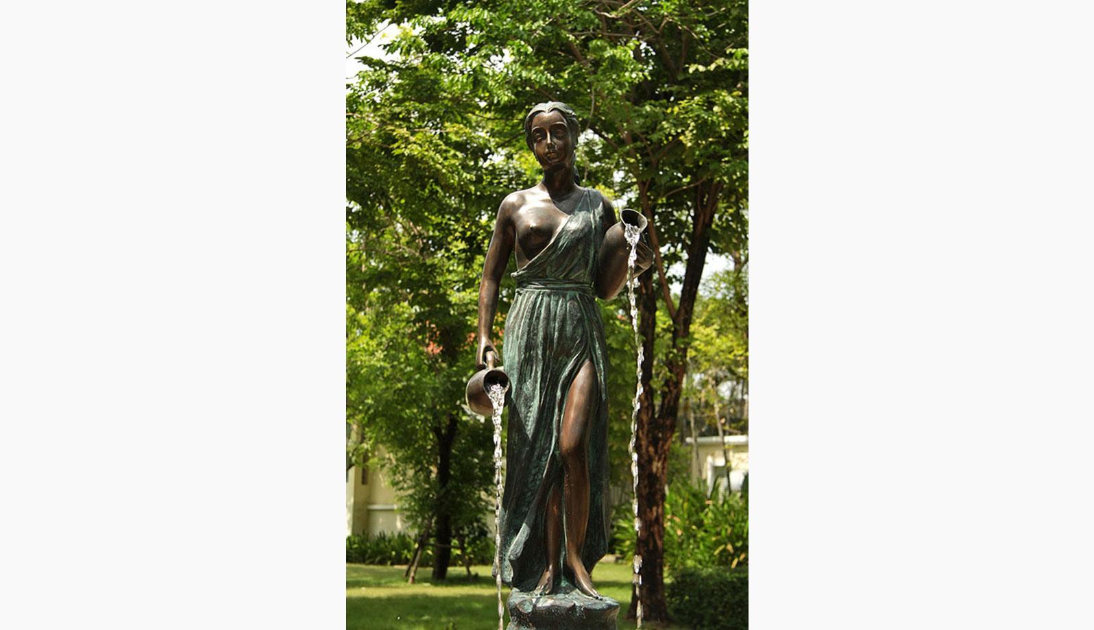 fantana din bronz model feminin