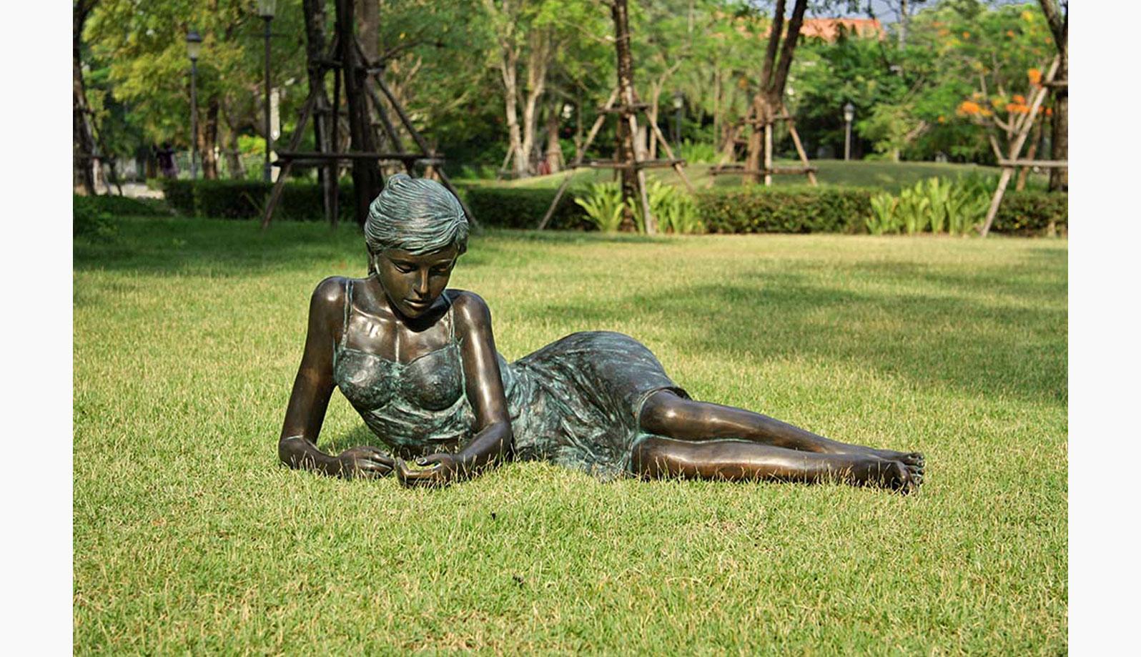 statuie din bronz model feminin