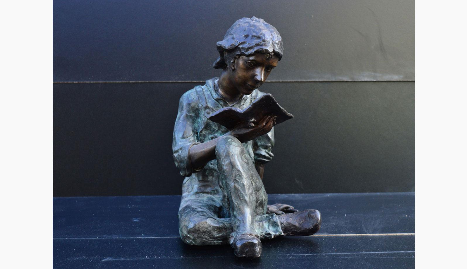 statueta bronz baiat